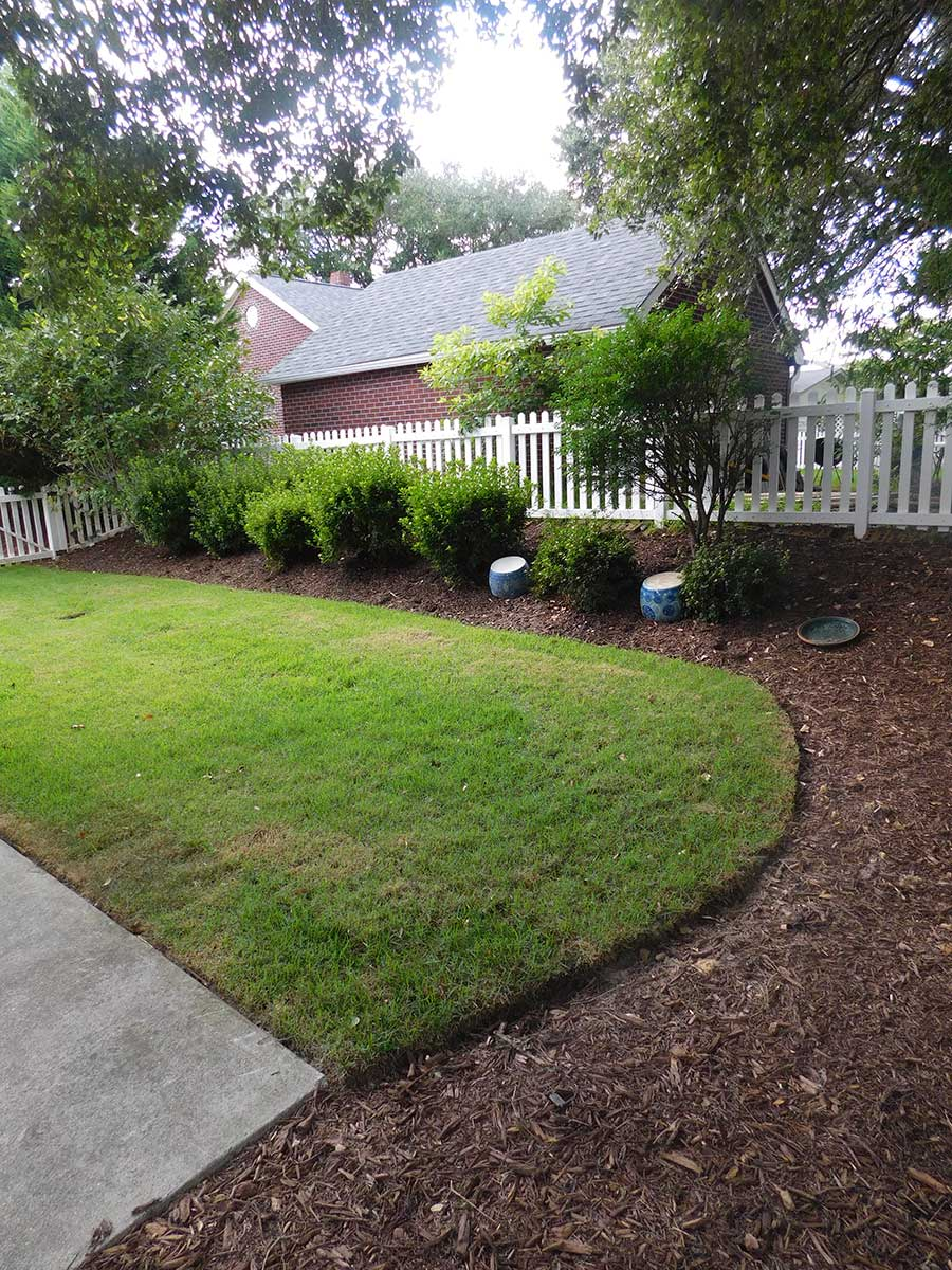 Bold landscape h h landscaping swansobor nc for Outdoor landscaping